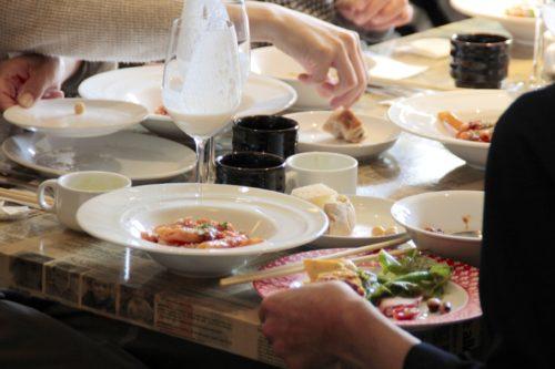 テーブルの料理